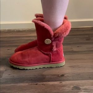 UGG Women's Classic Cuff Short Winter Boot